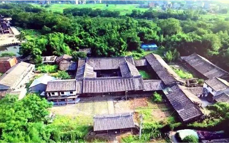 闽,粤三省的画家,以中国画,油画,水彩画等形式描绘闹村的田园风光.